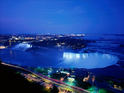 Niagara%20Falls%20At%20Night,%20Ontario,%20Canada