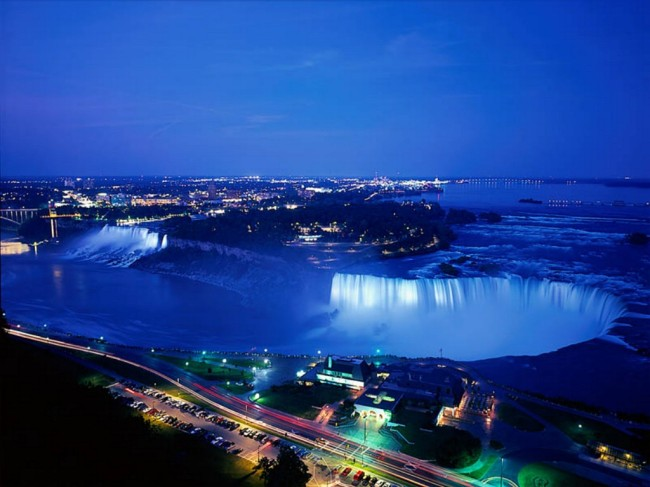 Niagara%20Falls%20At%20Night,%20Ontario,%20Canada